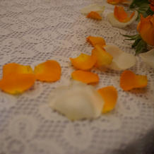 ケーキ周りの花