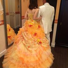 カラードレスとタキシード