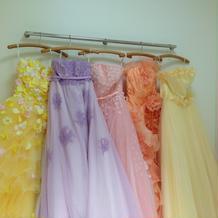悩んだカラードレス。左の色違い決定