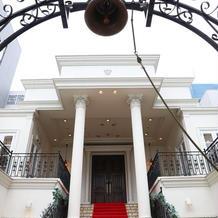 大階段とウェディングベル