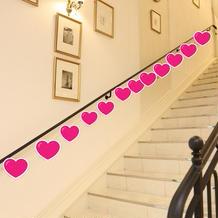 ロビー内階段に写真を装飾