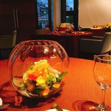 参列者テーブルのお花