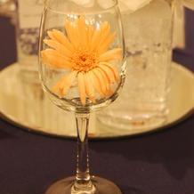 お花がグラスに