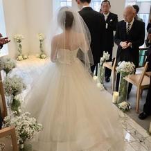 プラス5万円のドレス、後ろ姿