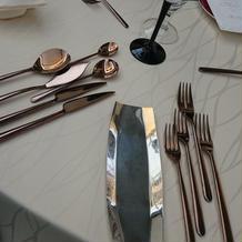 披露宴会場  ゲストテーブル 食器