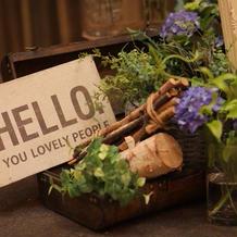 披露宴会場内の生花装飾
