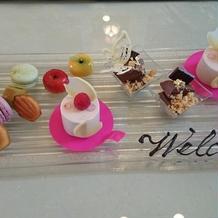 可愛らしいデザート試食プレート