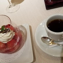 苺と桜のジュレフロマージュブランのムース