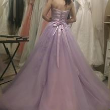 大人可愛いラベンダーカラーのドレス