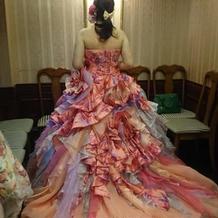 当日に来たカラードレス
