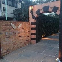 入口も可愛く装飾できます。