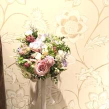 式場にあった雰囲気の花を飾ってもらえた。