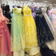 ブライダルフェアの時に衣装室を見学。