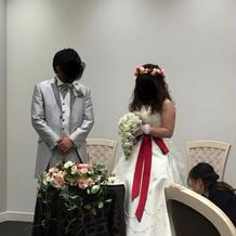 サッシュベルトと花冠