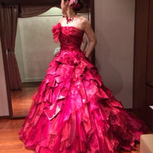 ゴージャスな赤のドレスです!