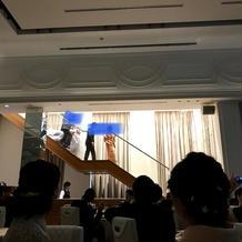 階段から再入場の演出