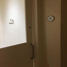 分煙室の入り口