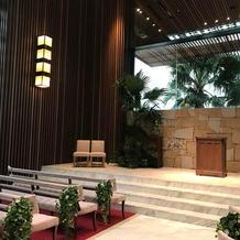 祭壇も広く綺麗