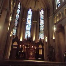 厳かでありながら、温かみもある大聖堂
