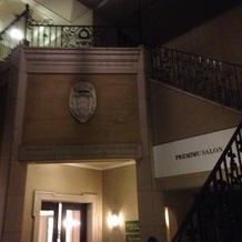 ホテルの裏口階段