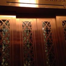 ホテル内のエレベーター