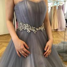 くすんだ感じの色味が素敵なドレスでした。