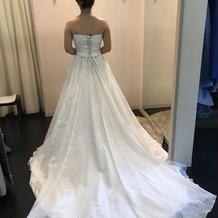 白ドレスも種類が多く迷うくらい