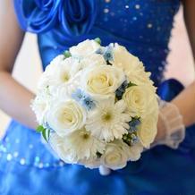 カラードレスの時の生花ブーケ
