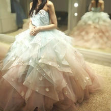 ボリュームのあるカラードレス