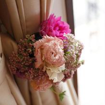 カーテンにも装花