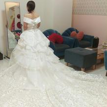 たくさんのドレスの中から決定!