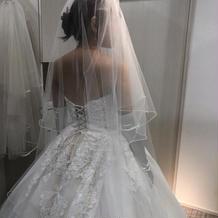 刺繍がきれいなウェディングドレス