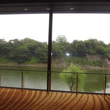 天守の間の窓から名古屋城が見えます。