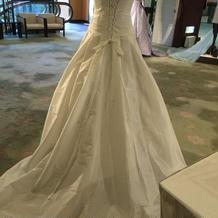展示されていたドレスの後ろ姿