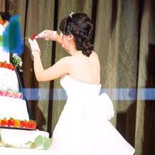 ケーキ食べさせ合い