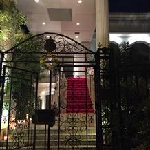 夜の大階段の画像です。