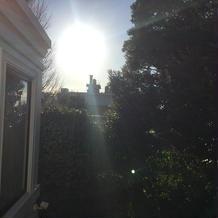 控え室からの朝日 晴天