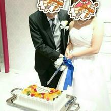 ウェディングケーキ入刀