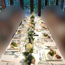テーブルの装花も可憐