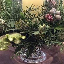 会場のゲストテーブルの装花です