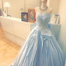 かわいい水色のドレス