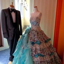 式場の系列のドレスショップのドレスです。