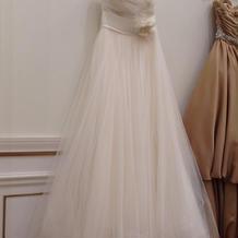 チュールがとても可愛いドレスです。