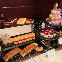 綺麗なケーキが並ぶ