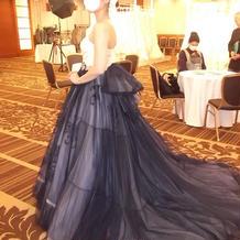 シックなドレス(横)