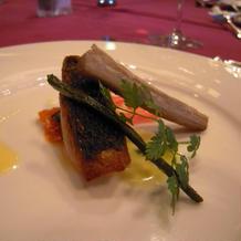 魚料理はスズキのポワレでした
