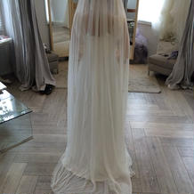 ストンとしたシルク素材のドレス