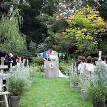 ガーデン式挙式中