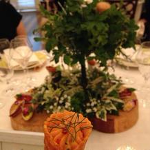 テーブル装花に前菜 美味しく頂きました