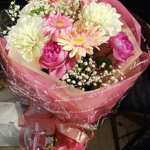 花束も、素敵に仕上げてもらいました。